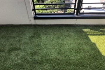 ベランダ人工芝張り替え工事を行いました。