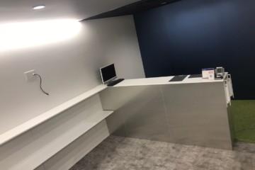 事務所内部塗装工事・天井塗装工事を行いました。