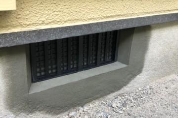 住宅基礎の左官補修工事を行いました。