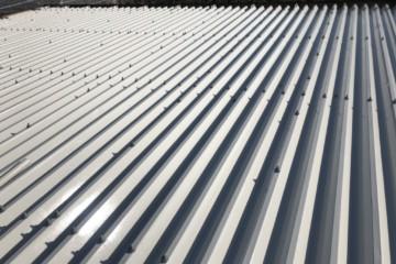 福岡県みやま市で折半屋根塗装工事を行いました。