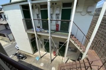 福岡県福岡市城南区でバルコニー工事・階段補修工事を行っています。